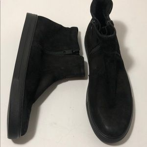 Kenneth Cole black leather high top side zip shoes